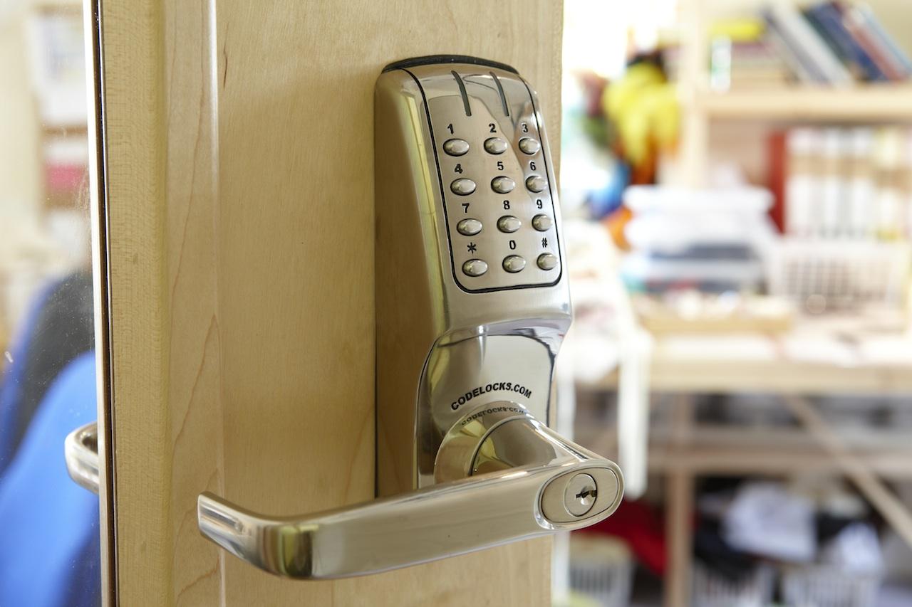 push-button-door-lock-small